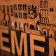 Nahaufnahme. Dreidimensionale handgefertigte Skyline von Bremen aus Holz zum Verkauf